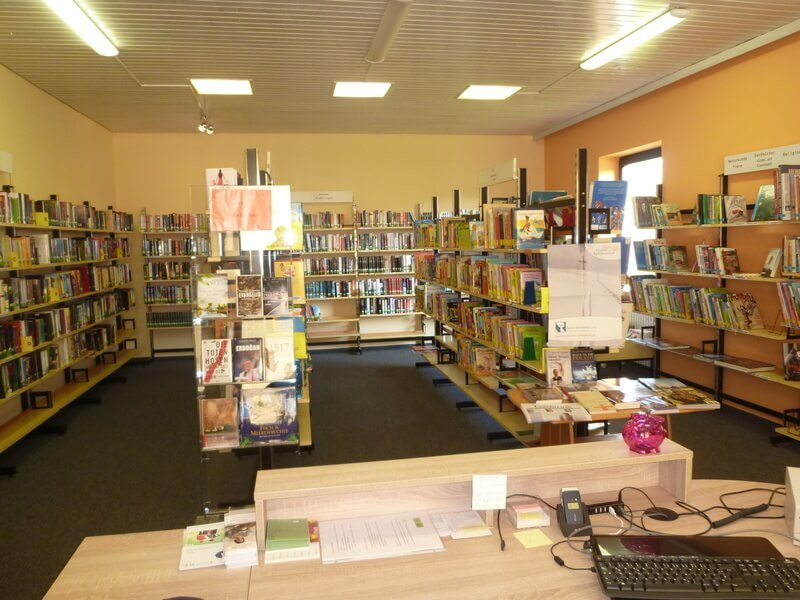 Die Bücherei Straßkirchen von innen